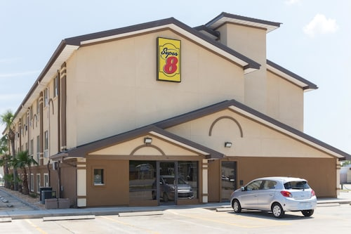 Great Place to stay Super 8 by Wyndham Brunswick/St Simons Island Area near Brunswick