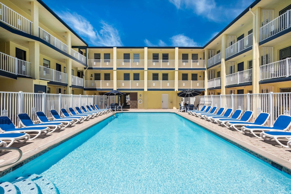 Pool, Days Inn by Wyndham Ocean City Oceanfront
