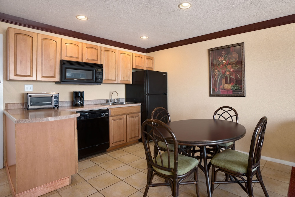 Private Kitchenette, Days Inn by Wyndham Ocean City Oceanfront