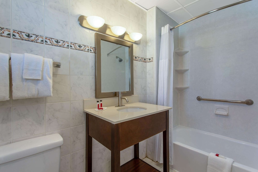 Bathroom, Days Inn by Wyndham Ocean City Oceanfront