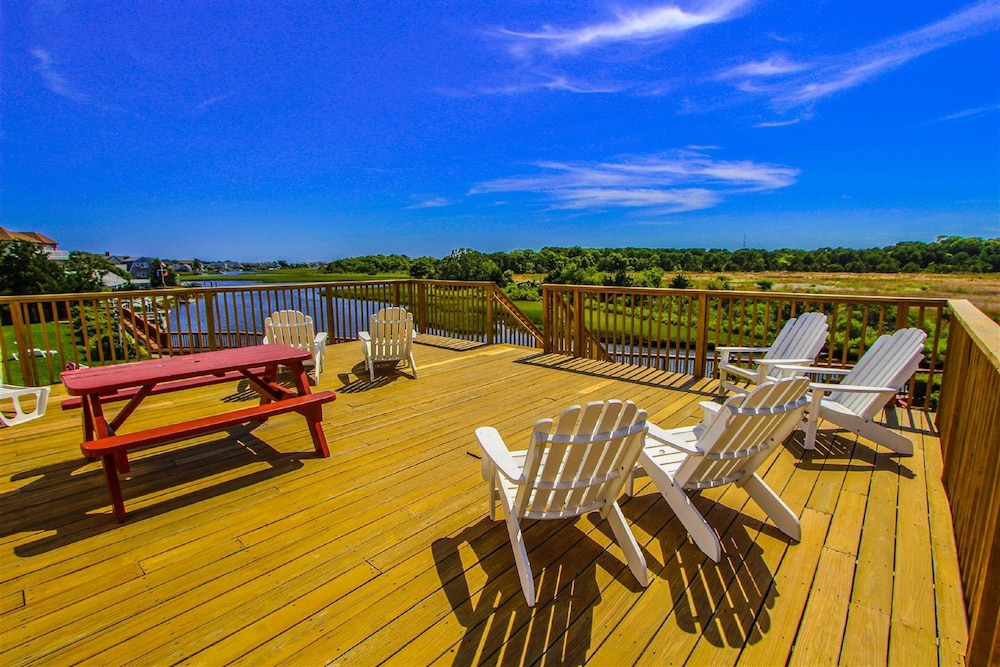 Sundeck, Riverview Resort, a VRI resort