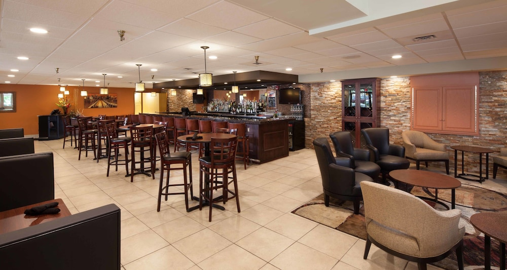 Restaurant, Kahler Inn and Suites - Mayo Clinic Area