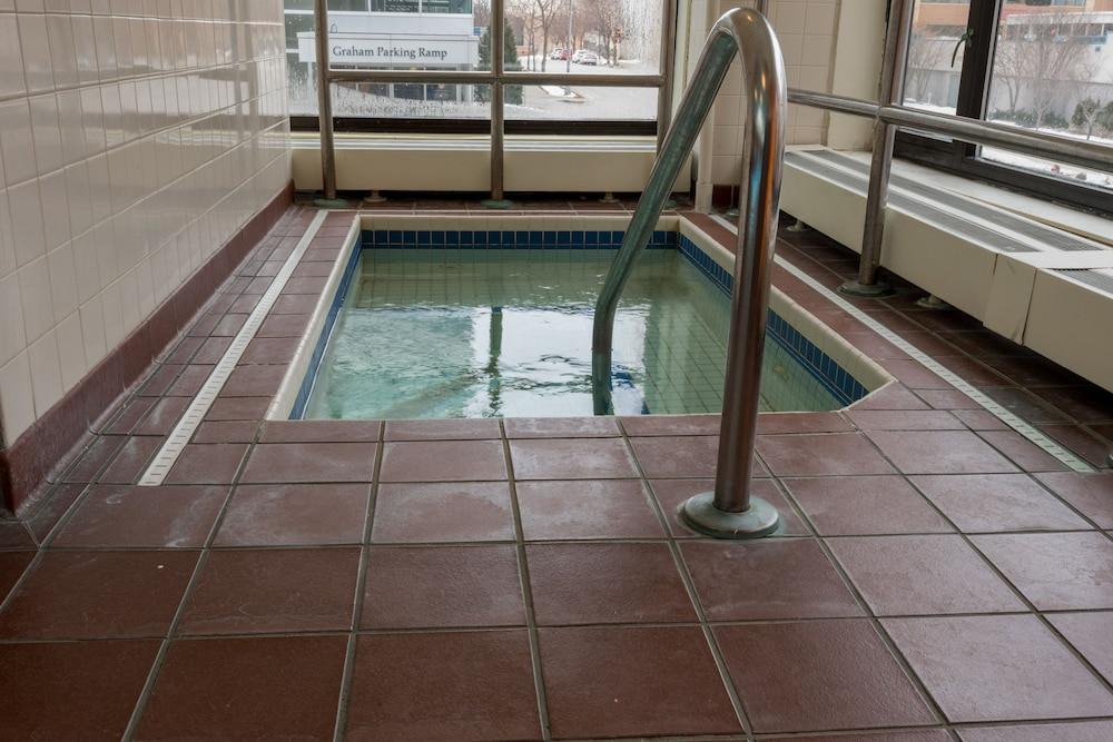 Indoor Spa Tub, Kahler Inn and Suites - Mayo Clinic Area