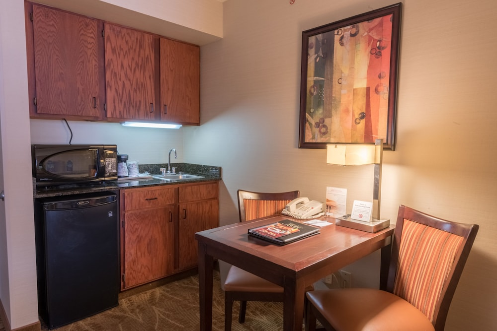 Private Kitchenette, Kahler Inn and Suites - Mayo Clinic Area