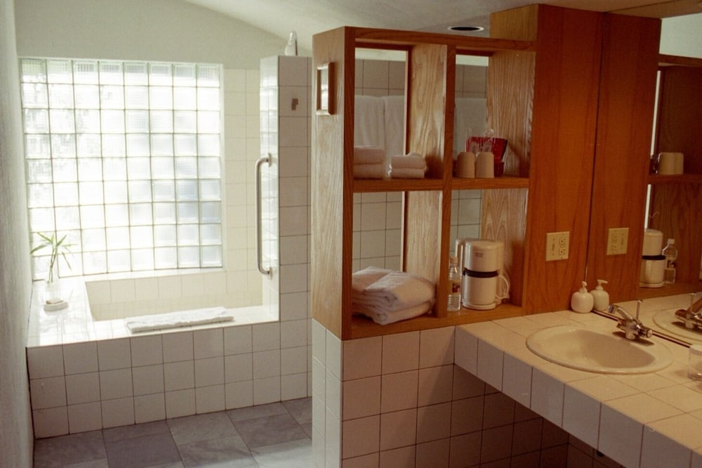 Bathroom, The Inn At Middleton Place