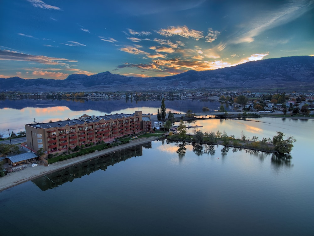 Holiday Inn Hotel Amp Suites Osoyoos 2019 Room Prices 104