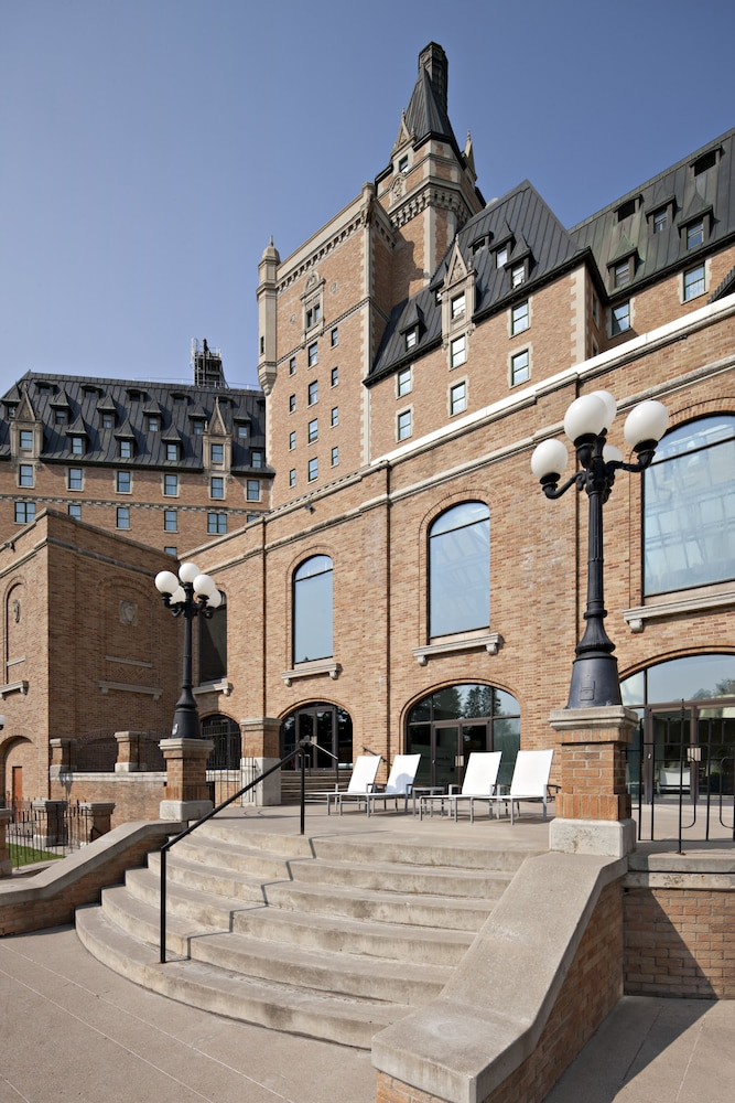 Terrace/Patio, Delta Hotels by Marriott Bessborough