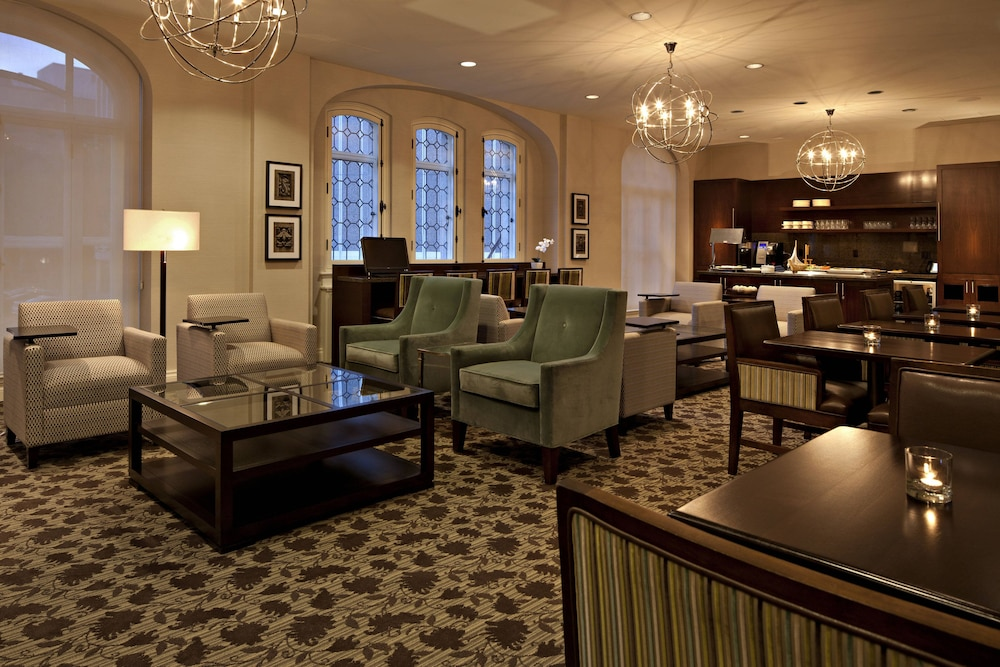 Bar, Delta Hotels by Marriott Bessborough