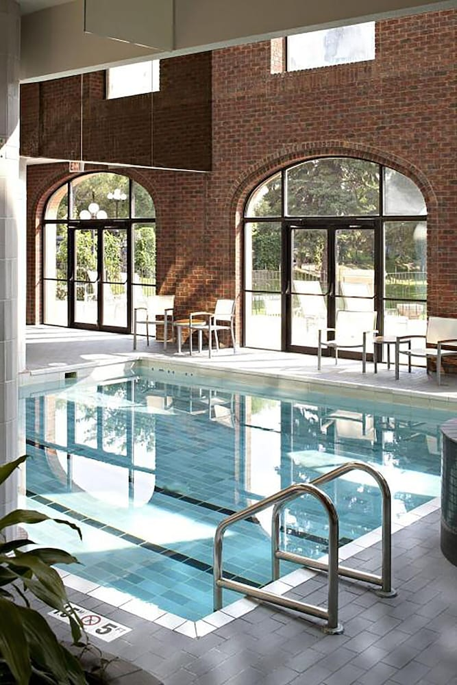 Pool, Delta Hotels by Marriott Bessborough