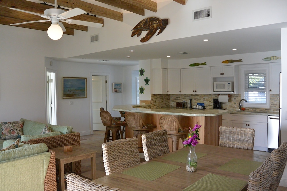 Living Area, Green Turtle Club Resort & Marina