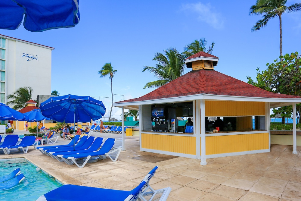Snack Bar, Breezes Resort Bahamas All Inclusive