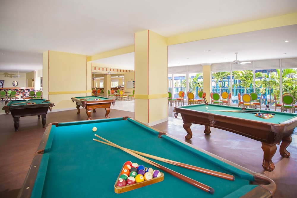 Game Room, Breezes Resort Bahamas All Inclusive
