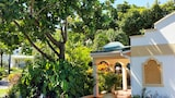 Blue Horizons Garden Resort - St. George's Hotels