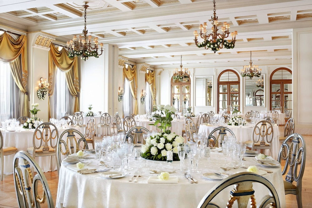 Restaurant, Hotel Grande Bretagne, a Luxury Collection Hotel, Athens