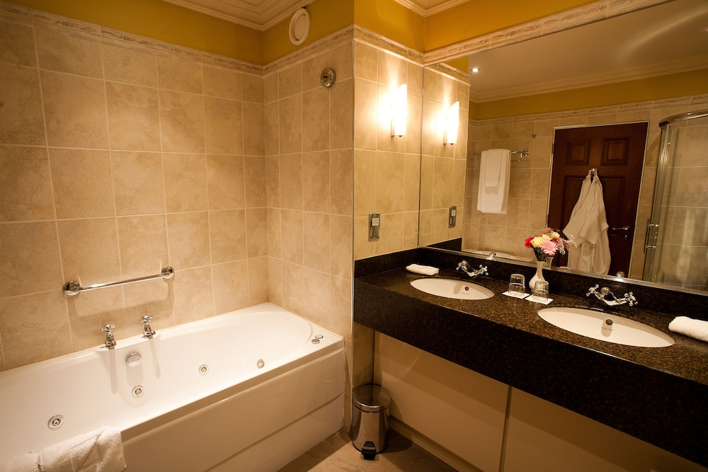Bathroom, The Lake Hotel Killarney