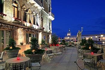 ヴェネツィアの銀婚式のお祝いに泊まるのにふさわしい雰囲気のホテル