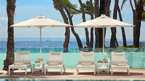 실내 수영장, 2 개의 야외 수영장, 카바나(요금 별도), 수영장 파라솔