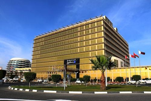 Hotels near Souq Waqif, Al Jasra: Find Cheap $46 Hotel Deals