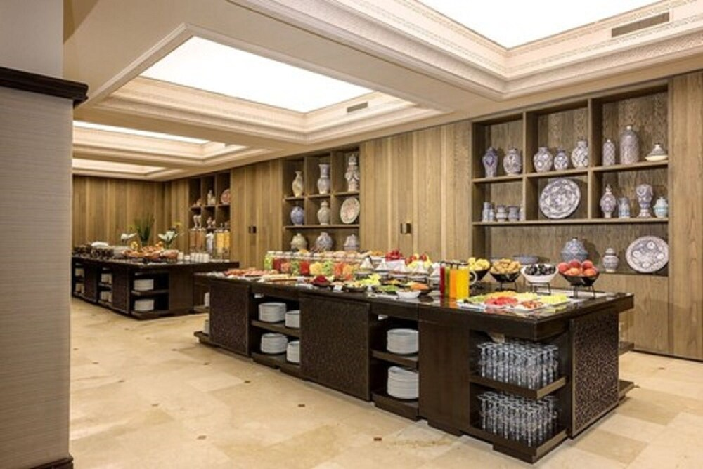 Breakfast buffet, Hotel La Tour Hassan Palace