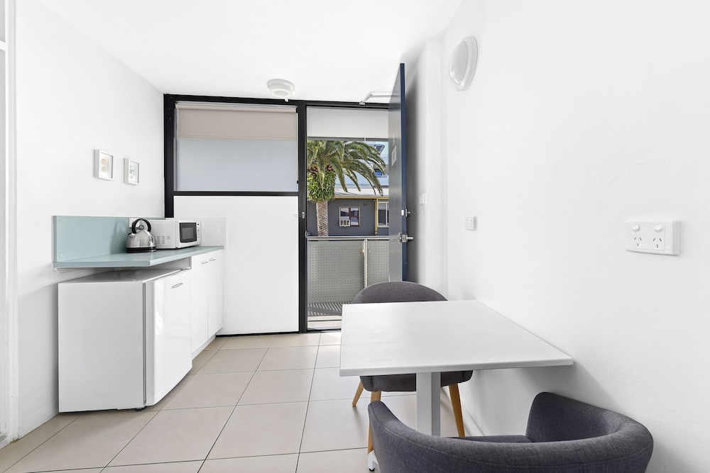 Private Kitchenette, THE MID PACIFIC