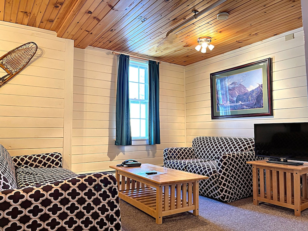 Living Area, Cranmore Mountain Lodge Bed & Breakfast