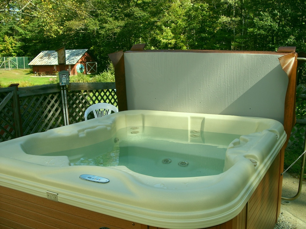 Outdoor Spa Tub, Cranmore Mountain Lodge Bed & Breakfast