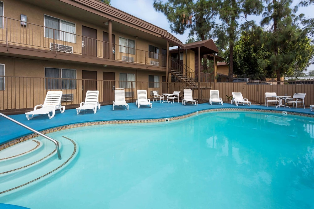 Pool, Days Inn by Wyndham San Bernardino
