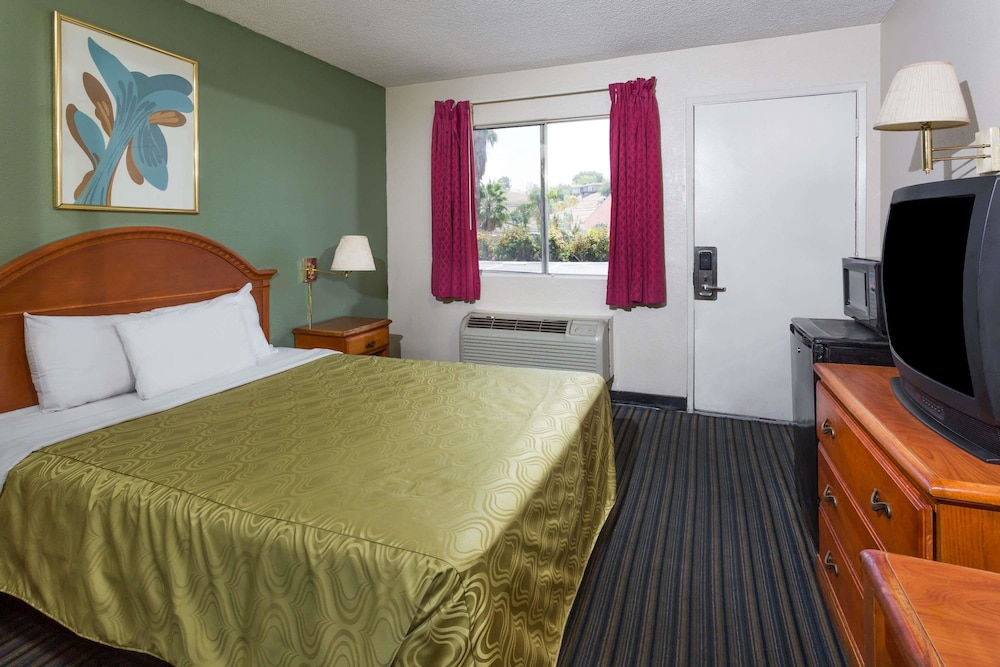 Room, Days Inn by Wyndham San Bernardino