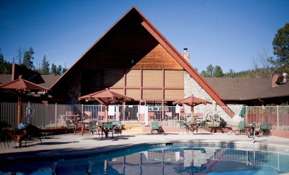 Outdoor Pool, Kohl's Ranch Lodge by Diamond Resorts