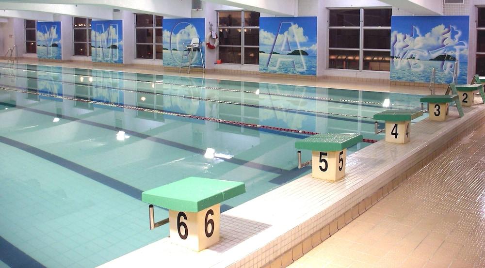 The salisbury ymca of hong kong in hong kong hotel rates reviews on orbitz for Ymca manila swimming pool rates