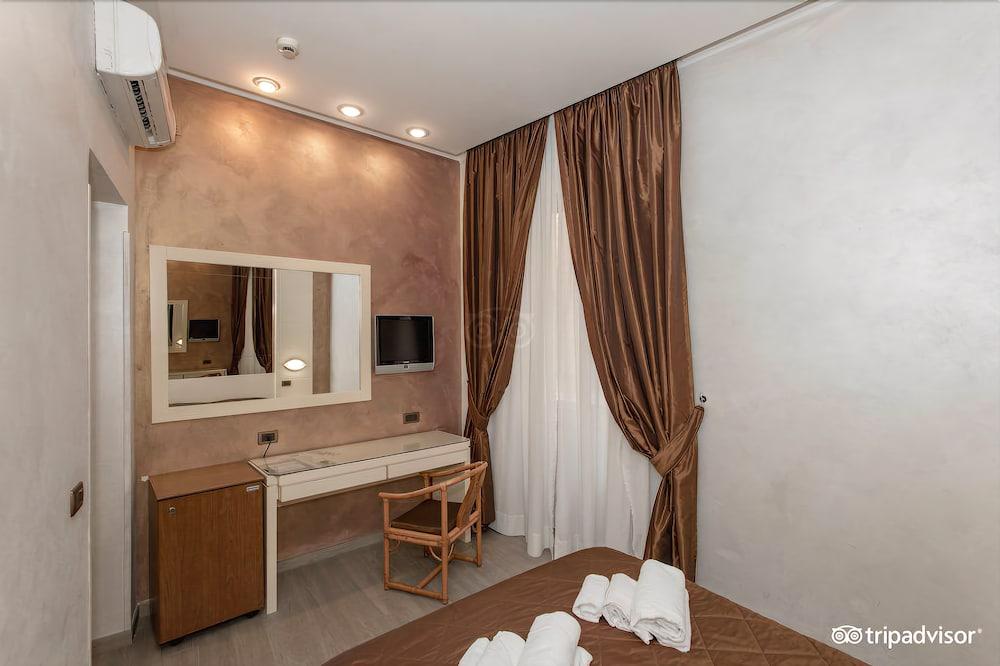 Hotel Patria Via Torino  Roma