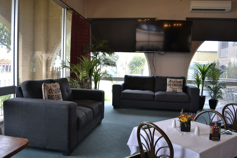 Book colac mid city motor inn colac hotel deals for Motor city hotel packages