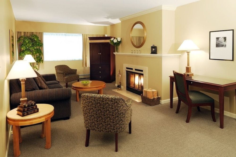 Classic Suite (Queen 2 Bedroom 2 Bath) - Featured Image