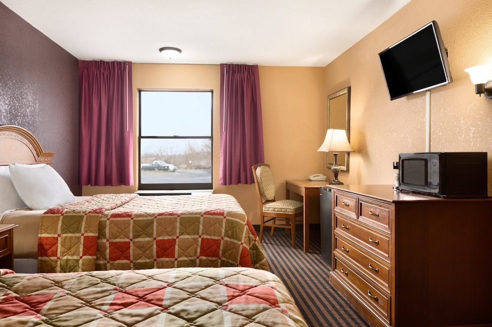 Room, Days Inn by Wyndham Anderson IN