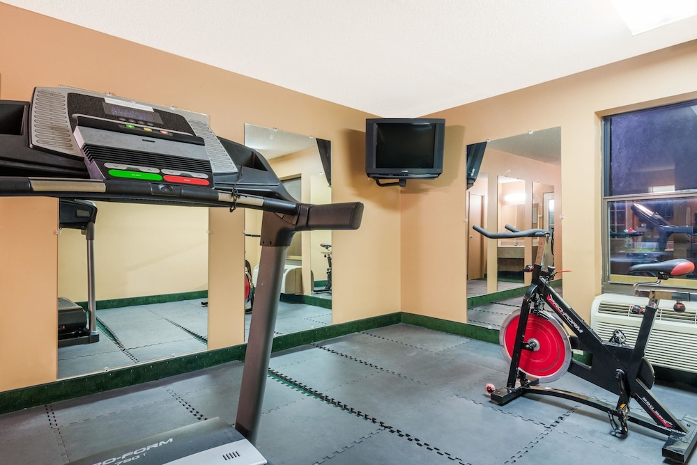 Fitness Facility, Days Inn by Wyndham Anderson IN