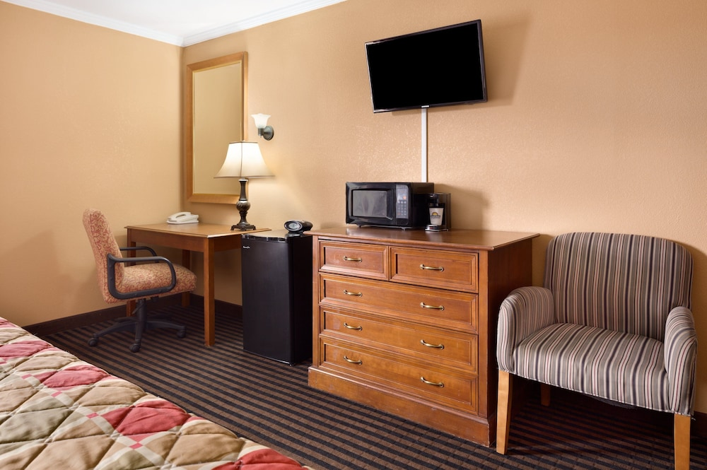 Room Amenity, Days Inn by Wyndham Anderson IN