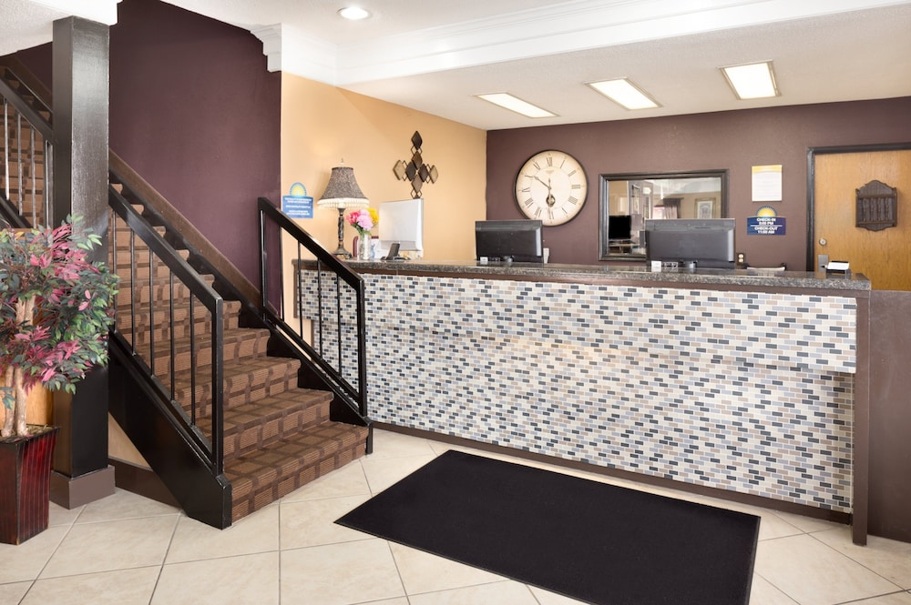 Reception, Days Inn by Wyndham Anderson IN