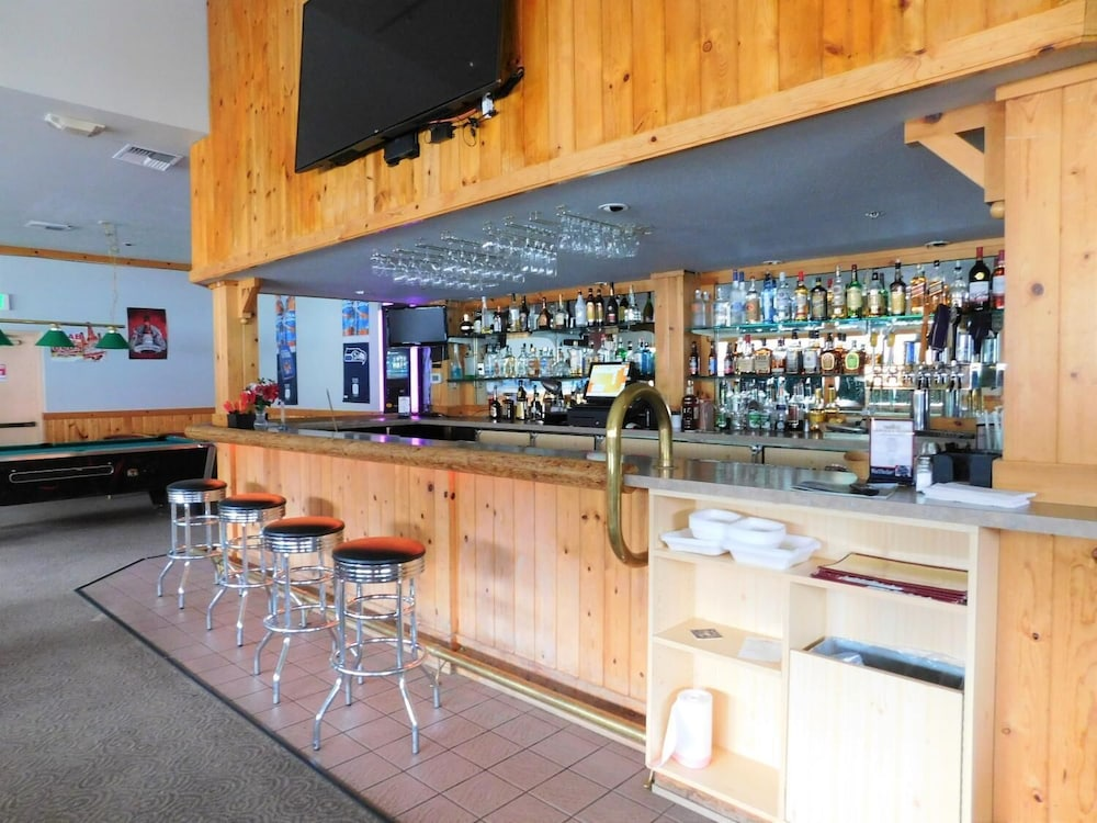 Bar, Summit Inn