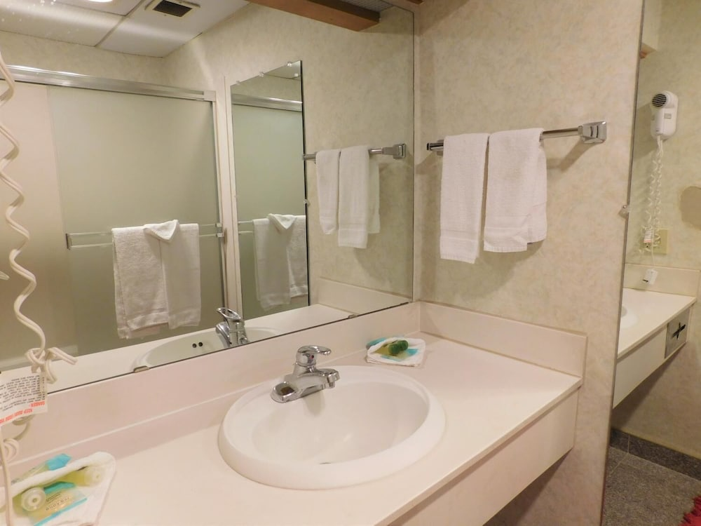 Bathroom, Summit Inn