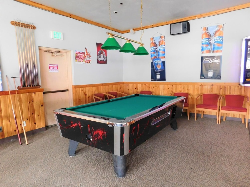 Game Room, Summit Inn