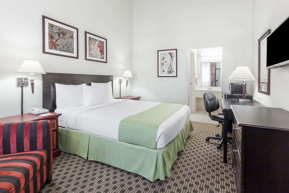 Days Inn By Wyndham Irving Grapevine Dfw Airport North  2019 Room Prices  59  Deals  U0026 Reviews