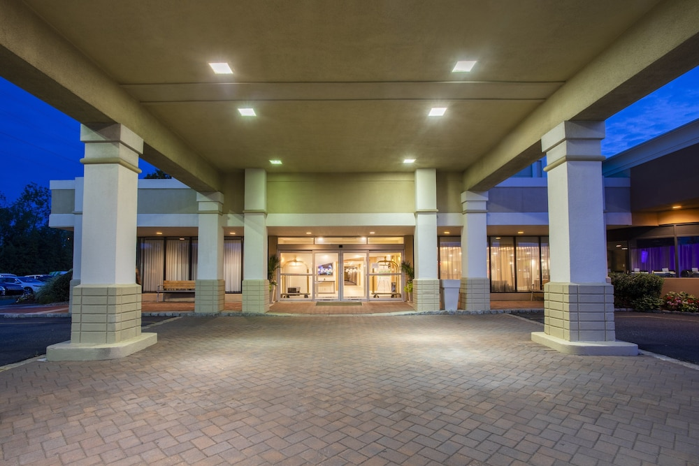Exterior, Holiday Inn Hotel & Suites Parsippany Fairfield