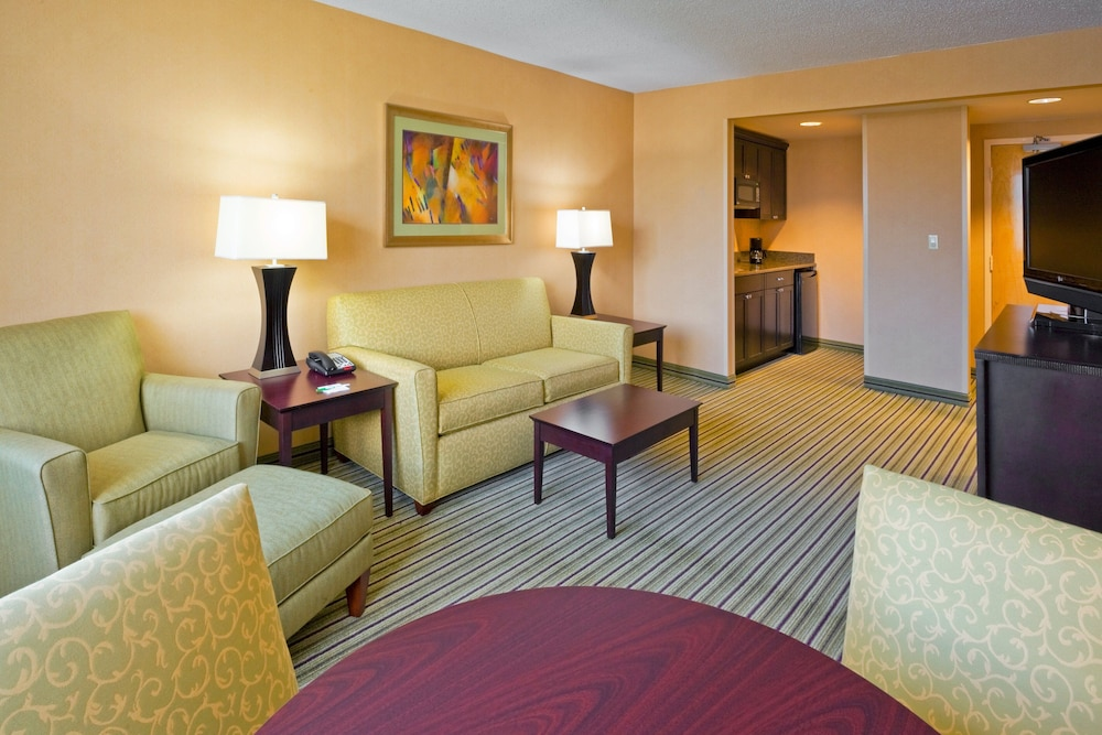 Room, Holiday Inn Hotel & Suites Parsippany Fairfield