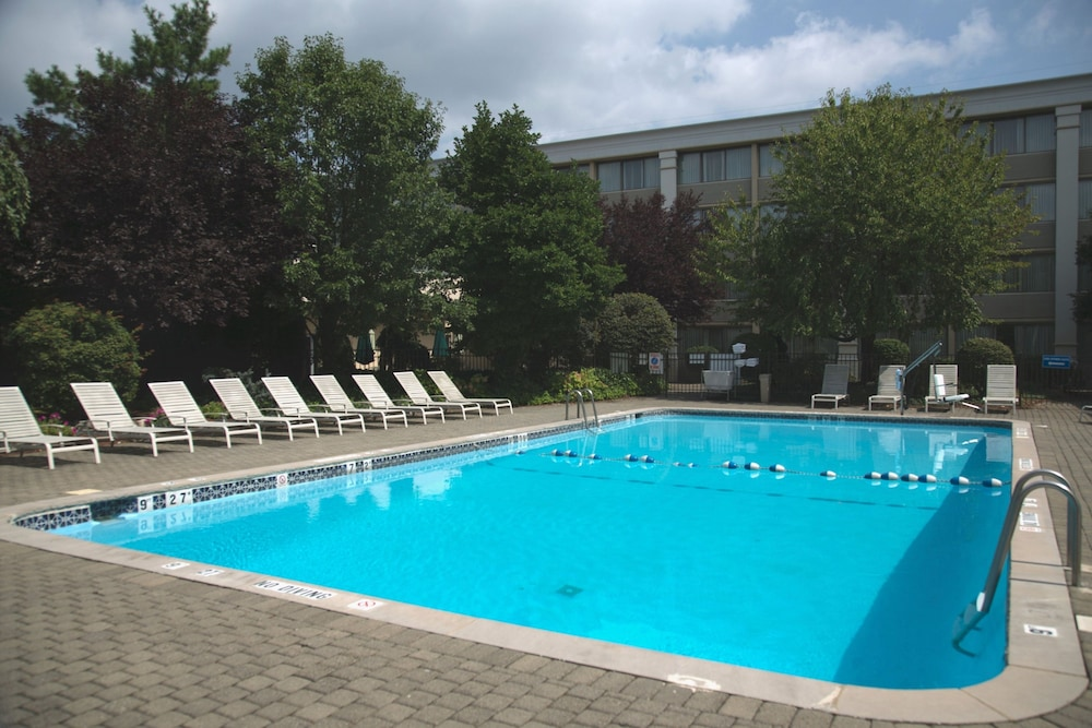 Pool, Holiday Inn Hotel & Suites Parsippany Fairfield