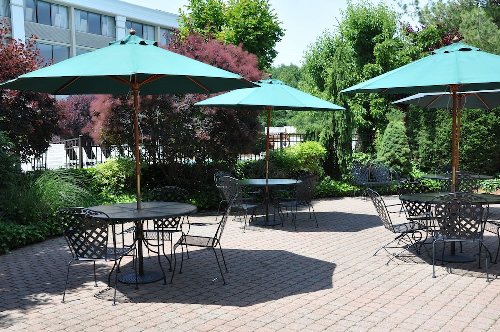Property Grounds, Holiday Inn Hotel & Suites Parsippany Fairfield