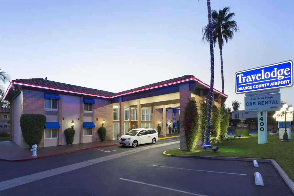 Exterior, Travelodge by Wyndham Orange County Airport/ Costa Mesa