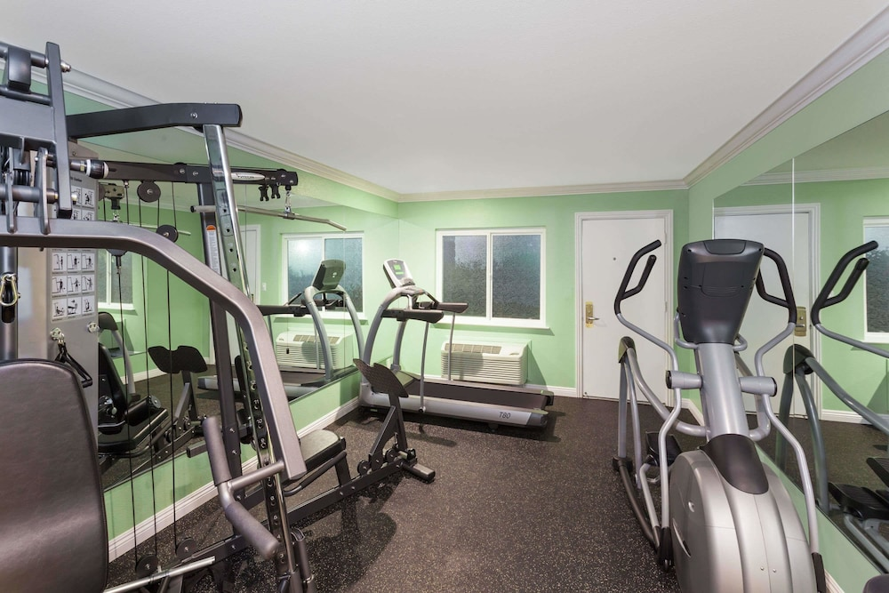 Fitness Facility, Travelodge by Wyndham Orange County Airport/ Costa Mesa