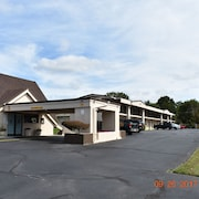 Skybridge Inn & Suites