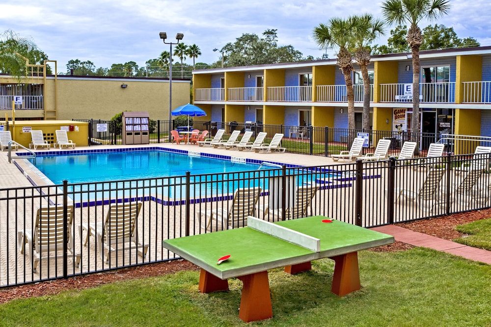 Outdoor Pool, Celebration Suites