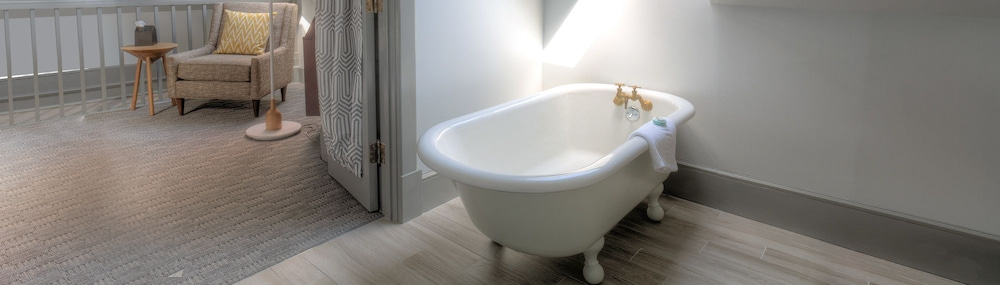 Deep Soaking Bathtub, The Hotel Portsmouth